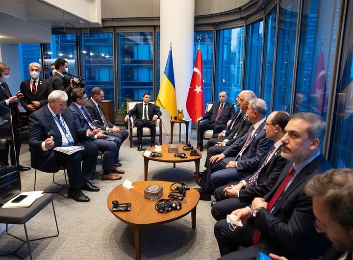Глава держави на полях 76-ї Генасамблеї ООН провів зустріч з Президентом Туреччини 38